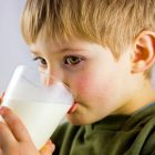 Le lait enregistre une baisse de consommation, selon une étude