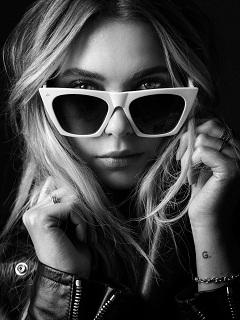 Prive Revaux: Ashley Benson, l actrice americaine a imagine des lunettes pour la marque d accessoires