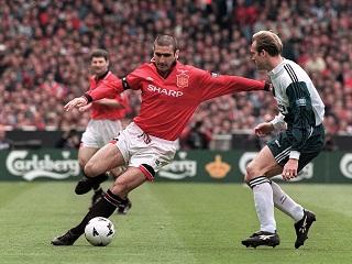 Prix du president de l UEFA : Eric Cantona, l ex footballeur francais succede a David Beckham et Raymond Kopa