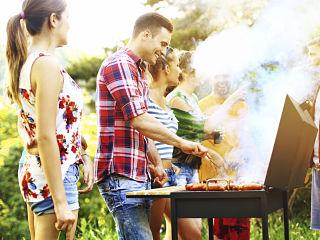 Vacances d ete, prise de poids attribuee aux habitudes alimentaires et au manque de sport
