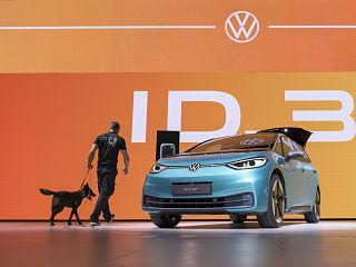 Salon Automobile de Francfort, des fabricants automobiles absents et presentation de vehicules electriques