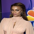 "Tyra Banks prend la pose pour ""Nine West"""