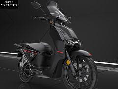 Scooter au Salon EICMA 2019, scooters electriques Peugeot et Vespa