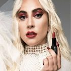 Lady Gaga dévoile « Sparkle Lipstick in Burlesque »