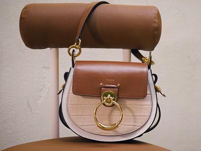 Chloe et 24S proposent une capsule mode composee de sacs a main et de sneakers