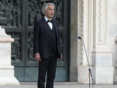 Le tenor italien Andrea Bocelli diffuse le concert Music For Hope