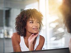 Routine beaute: prendre soin de sa peau pendant le confinement grace au demaquillage et a l hydratation