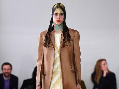 Mode automne hiver, manteaux et accessoires pour la garde robe