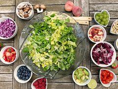 Vieillissement cutane, la peau est impactee par des aliments comme le sucre
