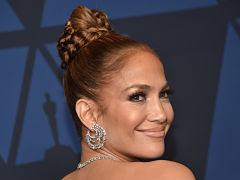Cosmetiques de Jennifer Lopez, la chanteuse lance sa marque de makeup