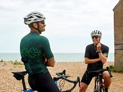 Cyclisme, Mr Porter et Rapha collaborent pour une collection sportive