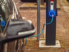 Bornes de recharge de voitures electriques, frein a l achat des automobiles