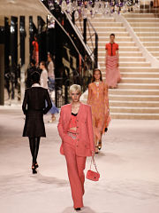 Chanel, defile des Metiers d art de la maison francaise