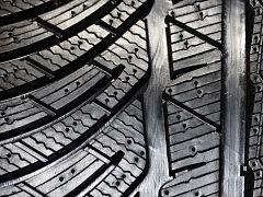Pneus, recyclage de pneumatiques dans une usine Michelin
