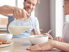 Lait, ventes en hausse avec le petit dejeuner et les plats maison